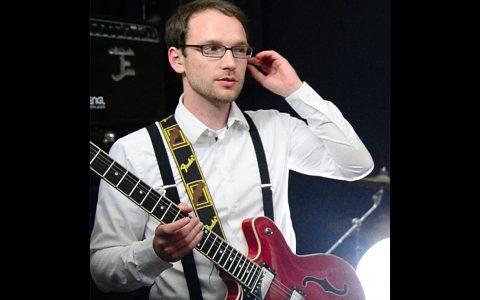 SUPER WANG! hat einen neuen Gitarristen